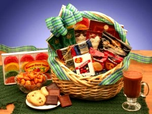 Kosher Snacks Deluxe Gift Basket