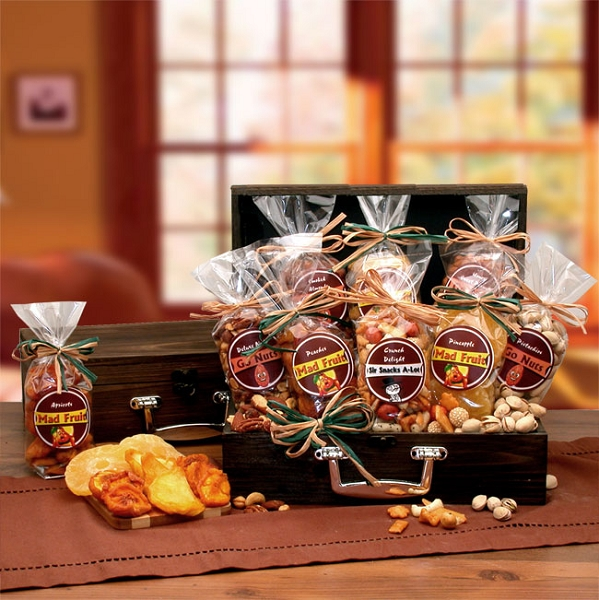 Specialty Gourmet, Fruit and Nuts Gift Chest