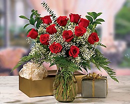 Fancy Red Roses Bouquet with Vase