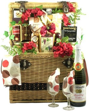 Deluxe Picnic For Two Gift Basket