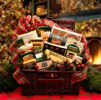 Family Gatherings: Holiday Christmas Gift Basket