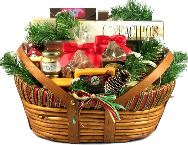 Holiday Gourmet Cheese Extravaganza Gift Basket- Large