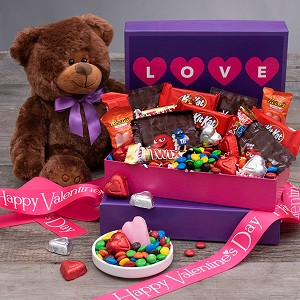 Happy Valentine's Day: Beary Valentine Gift Box